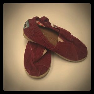 Toms red corduroy sz 8 shoes! In Great shape!